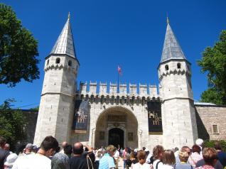 Things to See in Istanbul: Topkapi Palace, Hagia Sophia & More