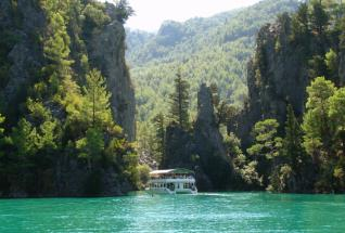 Boat trip along the Green Canyon at Oymapinar Lake